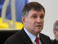 Министр МВД провел в аэропорту короткое совещание