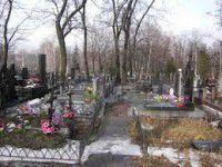 Хитрый руководитель продавал Vip-места на кладбище за 400 долларов
