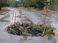 В Мелитополе на проезжей части в двух местах провалился асфальт