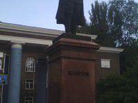 Фотофакт: В Запорожье украинским флагом украсили еще один памятник