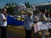 Сине-желтый фоторепортаж: В курортном городе развернули огромный флаг Украины и наградили погибших бойцов