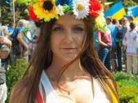 Фотоподборка запорожских патриоток: На День Независимости пришли самые красивые девушки