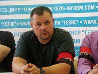 Запорожский активист «Правого сектора» «штурмует» Верховную Раду