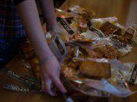 Фото дня: В патриотичном кафе «Укроп» в шкафах коптят сало для солдат