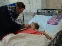 Фотофакт: Архиепископ причастил раненную в зоне АТО Лизу Бабаш