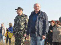 Валерий Баранов сел за руль «Нивы» и пострелял из пулемета (Видео)