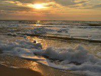 Утреннее фото: Пенящееся море в лучах осеннего солнца