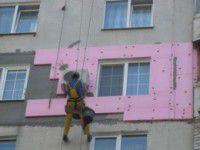 Запорожец обрезал веревку строителю, утепляющему квартиру