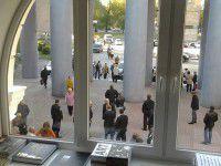 Сергей Кальцев пришел к избирателям с милиционерами