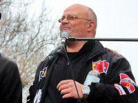 Запорожский сепаратист раздает из ДНР номер телефона, еду и угрозы солдатам (Видео)