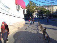 В Мелитополе провода висят над головами местных жителей