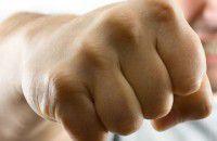 Бердянский коммунальщик набросился с кулаками на журналистов