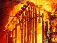 Двухлетний малыш оказался один в горящем доме