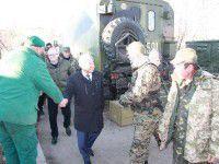 Запорожский мэр остановил колонну военных
