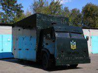 Фотофакт: На запорожском заводе построили для бойцов «крепость на колесах»