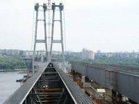 В Запорожье девушка упала с недостроенного моста
