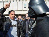 Под саундрек из «Звездных войн» по Запорожью разъезжает Дарт Вейдер (Видео)