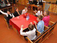 Фотофакт: Мирзоян, Матвиенко и Положинский задавали умные вопросы запорожским малышам