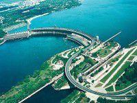 Водитель из Запорожья насчитал на плотине больше 80 ям (Видео)