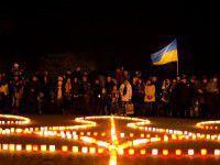 Фото: В Запорожье из свечей зажгли огромный герб
