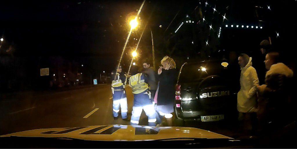 В сети появились фото задержания главреда, покусавшего гаишника