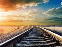 Убийца бросил мужчину умирать возле железной дороги