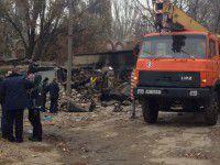 Место взрыва на Шевченковском спустя 10 часов: Тело мужчины и «душ» из пожарного рукава