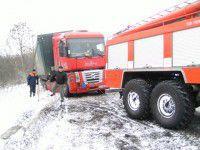 Снегопад образовал на запорожской трассе пробки
