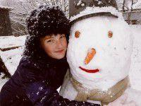 Запорожцы изощряются в искусстве лепить снеговиков (Фото)