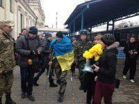 Раненого бойца, приехавшего в родной город, на вокзале ждал сюрприз