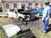 Хулиганов, которые сожгли машину советника мэра, так и не нашли