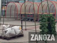 В Запорожье начали устанавливать елки (Фото)