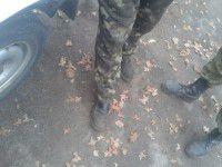 Бойца в зоне АТО защищают только камуфляжные штаны (Фото)