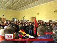 В Запорожской области ДК не вместил всех желающих проститься с героем (Видео)