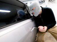 В Запорожской области у чиновника, накормленного маргарином, угнали машину