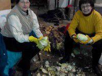 Запорожанки переработали для борща военным более 5 тонн капусты