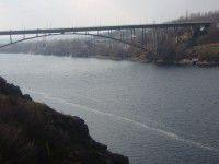 В Запорожье школьница бросилась с моста