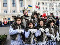 В Запорожье традиционный парад  Дедов Морозов разбавили козлятами (Фото)