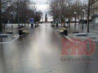 В Бердянске море, выйдя из берегов, затопило центр