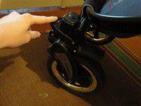 В запорожском лифте застряла коляска с шестимесячным малышом