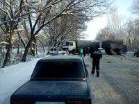 На запорожской трассе легковушка  врезалась в фуру: есть погибшие