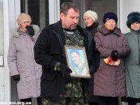 В Запорожской области героя провожали всем поселком (Фото)