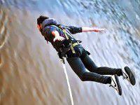 Экстремальное Крещение: запорожцы прыгали в воду с моста