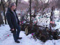 Неизвестные сожгли венки на могиле запорожского бойца