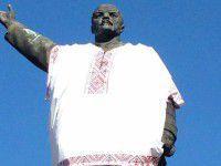 Запорожцев снова зовут валить памятник Ленину