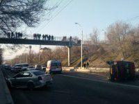 В Запорожье перевернулась маршрутка (Фото)