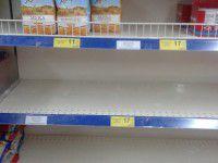 Второй день паники: полки запорожских магазинов опустели (Фото)