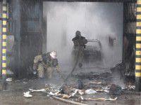 В Запорожье сгорела СТО с автомобилем