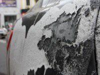 Запорожский активист отдал деньги за испорченную кислотой машину военным