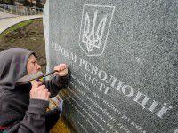 В Запорожье на памятнике Героям революции добили новое слово